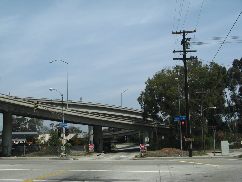 Downtown Los Angeles >> Riverside Drive (Los Angeles)