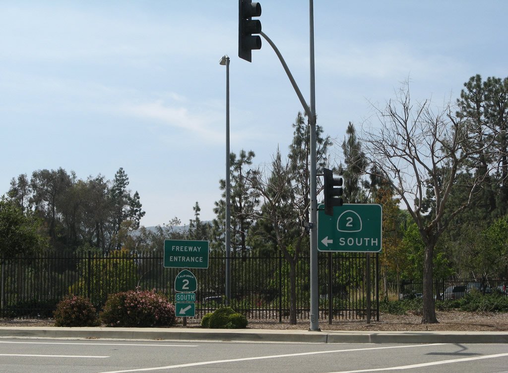 The Glendale Freeway Begins At Its Intersection With Foothill Boulevard In La Canada Flintridge The Freeway Travels Due South Through Glendale