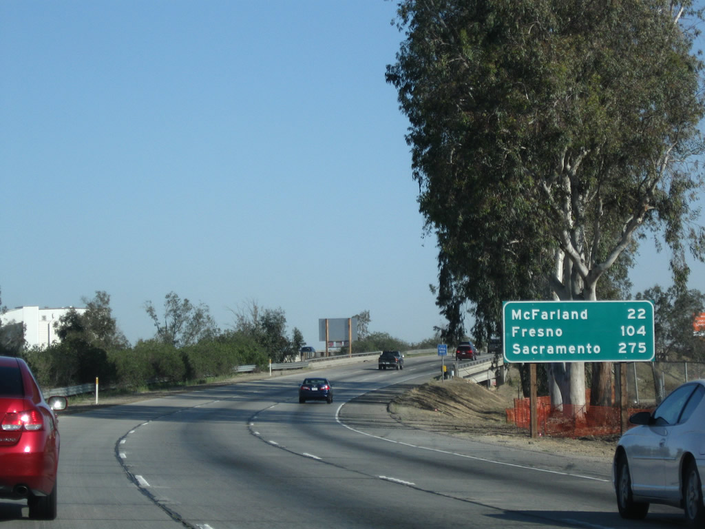 How far is Sacramento from Fresno - driving distance
