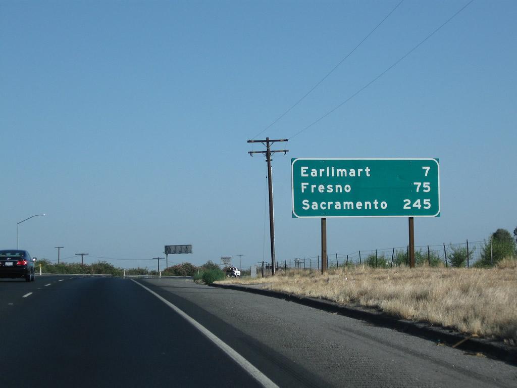 Distance between Sacramento, CA and Fresno, CA