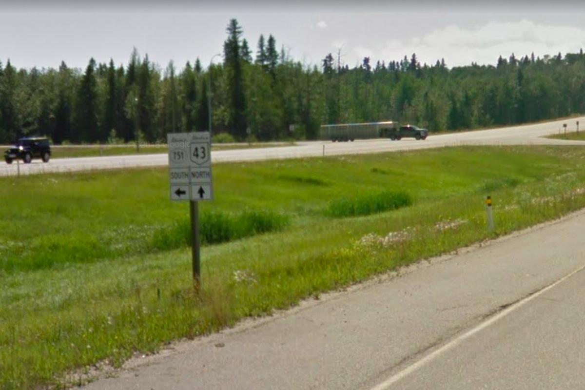 Alberta Highway 43 at Secondary 751 - GSV