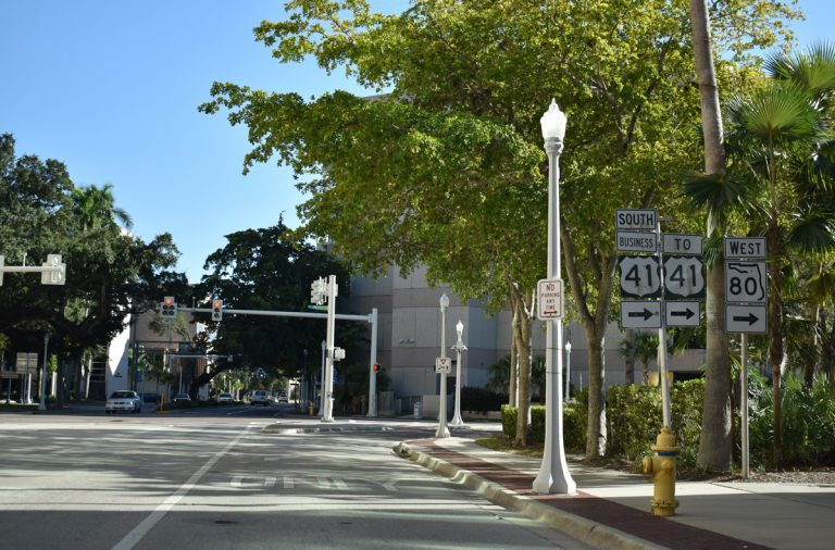 Monroe St south at Main St - Fort Myers, FL